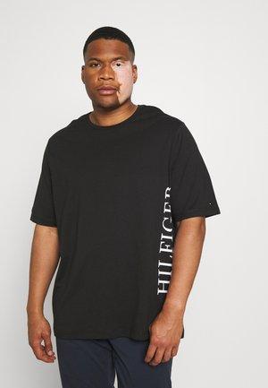 LARGE LOGO TEE - Print T-shirt - black