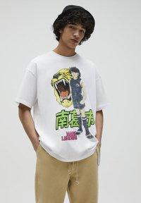 PULL&BEAR - NARUTO - Print T-shirt - white - 2