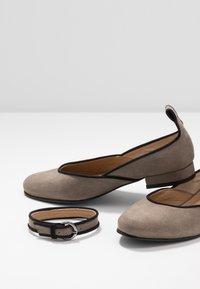 NAE Vegan Shoes - LEEN - Ballerinat nilkkaremmillä - grey - 5