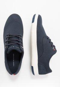 Tommy Hilfiger - LIGHTWEIGHT LACE UP SHOE - Sneakersy niskie - blue - 1