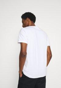 Marc O'Polo - ARTWOR - Print T-shirt - white - 2