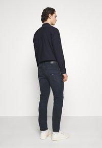 Tommy Jeans - SIMON SKINNY - Jeans Skinny Fit - midnight extra dark blue - 2