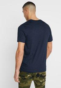 Nike Sportswear - CLUB TEE - T-shirt - bas - dark obsidian - 2