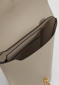 ZAC Zac Posen - BELAY CHAIN CROSSBODY SOLID  - Across body bag - silver sage - 4