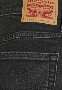 Levi's® - MOM LINE  - Shorts di jeans - black denim - 5