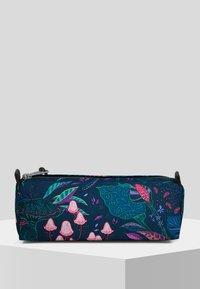 Eastpak - PARADISE GARDEN/AUTHENTIC - Wash bag - run rabbit - 2