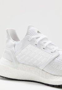adidas Performance - ULTRABOOST 20 PRIMEKNIT RUNNING SHOES - Zapatillas de running neutras - footwear white/core black - 5