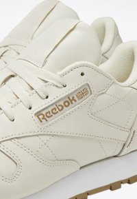Reebok Classic - CLASSIC LEATHER SHOES - Trainers - white - 4