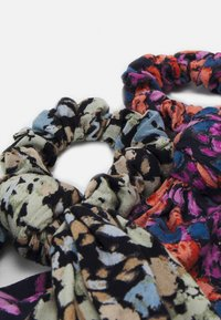 Pieces - PCANLINE 2-PACK SCRUNCHIE  - Hair styling accessory - sky captain/artsy flower-black - 1