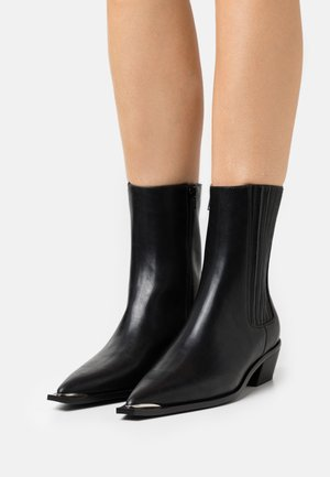 EDGY WESTERN CHELSEA BOOTS - Cowboy/biker ankle boot - black