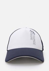 Armani Exchange - BASEBALL HAT - Cap - white/navy - 4