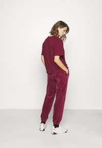 Nike Sportswear - PANT - Tracksuit bottoms - dark beetroot - 2