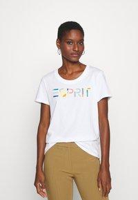 Esprit - CORE - T-shirt z nadrukiem - white - 0