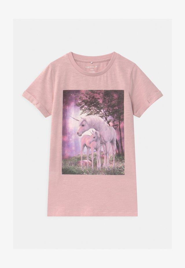 NKFTHEAIA - T-shirt print - violet ice
