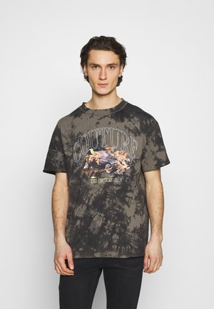 RELAXED FIT T-SHIRT WITH FLAMING CAR GRAPHIC AND SUBTLE BLEACHING - T-shirt imprimé - black