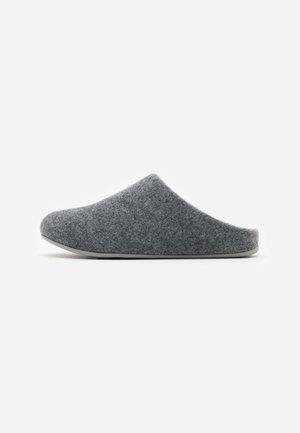 CHRISSIE  - Domácí obuv - steel grey
