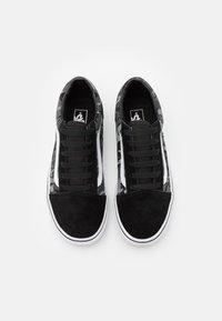 Vans - OLD SKOOL - Tenisky - black/true white - 3