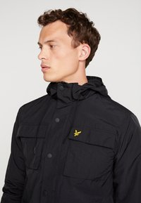 Lyle & Scott - POCKET JACKET - Outdoor jakke - true black - 5