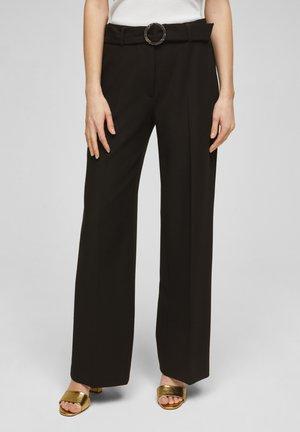 MIT BÜGELFALTEN - Pantalon classique - black