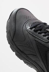 Reebok - WORK N CUSHION 4.0 - Sportieve wandelschoenen - black/cold grey - 5