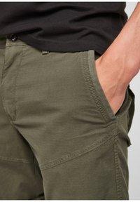 s.Oliver - Shorts - olive - 3
