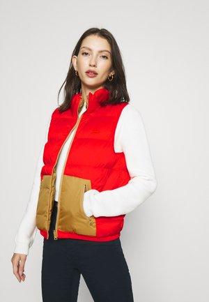 LYDIA REVERSIBLE VEST - Waistcoat - poppy red