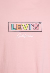 Levi's® Plus - BIG GRAPHIC TEE - Print T-shirt - powder pink - 2