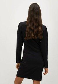 Mango - DERIBES - Etui-jurk - zwart - 2