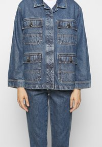 CLOSED - DEAR - Giacca di jeans - mid blue wash - 5