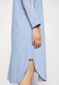 Second Female - EVELIN NEW DRESS - Robe chemise - brunnera blue - 3