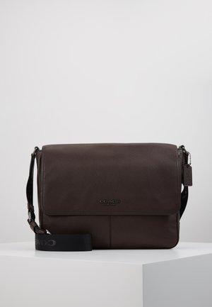 METROPOLITAN SOFT COURIER CEW - Across body bag - qb/oak