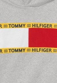 Tommy Hilfiger - FLAG CREW HOODY - Felpa con cappuccio - grey - 3