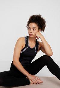 Curare Yogawear - TANK CUFFS - Top - black - 1