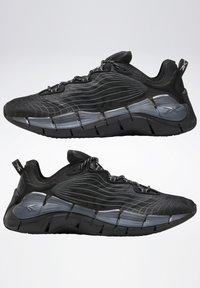 Reebok Classic - ZIG KINETICA II UNISEX - Sneakersy niskie - black/grey - 6