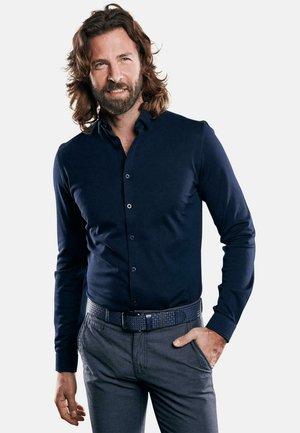 IN PIQUÉ-OPTIK - Formal shirt - blau