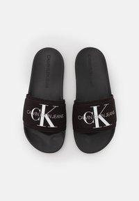 Calvin Klein Swimwear - SLIDE MONOGRAM  - Sandalias planas - black - 5