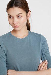 KIOMI - Basic T-shirt - petrol - 4