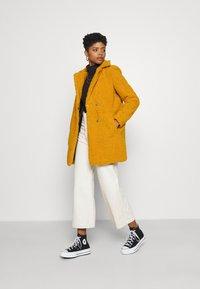 Noisy May - NMGABI - Classic coat - inca gold/lining black - 1