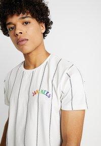 Amsterdenim - AMSTERDAM PRIDE - T-shirt con stampa - off-white - 3