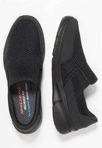 Skechers Sport - EQUALIZER 3.0 RELAXED FIT - Mocasines - black - 1