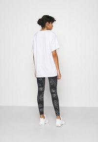 Nike Sportswear - TIGHT - Leggings - Trousers - black - 2