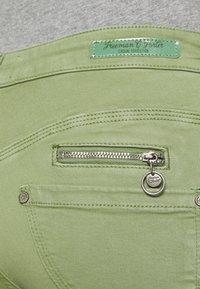 Freeman T. Porter - ALEXA CROPPED NEW MAGIC - Pantalones - turf green - 4