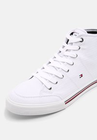 Tommy Hilfiger - CORE CORPORATE MID - Sneakers alte - white - 6