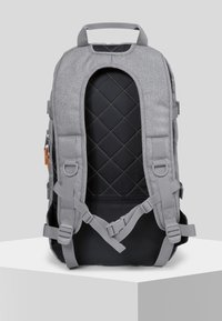 Eastpak - HUTSON CORE SERIES CONTEMPORARY RUCKSACK SUNDAY GREY - Sac à dos - sunday gray - 4