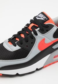 Nike Sportswear - AIR MAX 90 UNISEX - Trainers - black/radiant red-white/wolf grey - 5