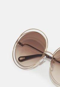 Chloé - Occhiali da sole - gold-coloured/brown - 3