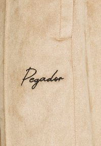 Pegador - WIDE PANTS - Kangashousut - almond - 3