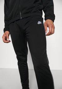Nike Sportswear - SUIT SET - Sportovní bunda - black/white - 6