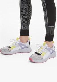 Puma - NUAGE RUN CAGE SUMMER - Sports shoes -  white-purple heather - 0