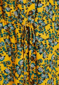 Topshop Petite - FLORAL PLEAT TRIM MINI DRESS - Košilové šaty - yellow - 6